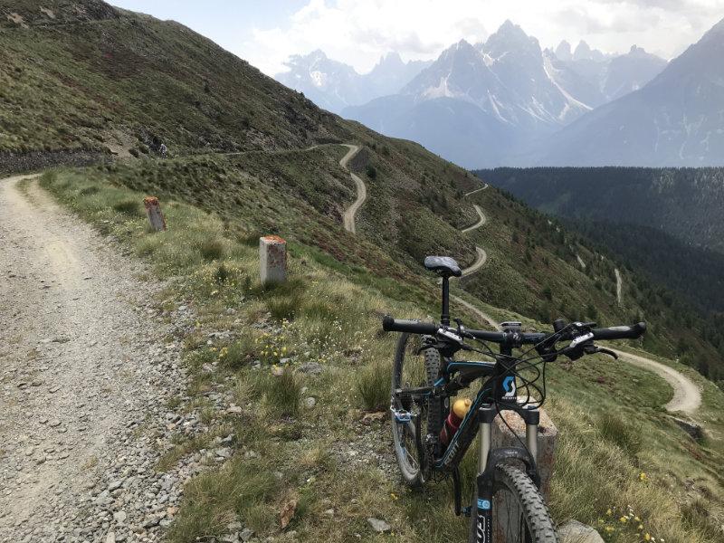 Bike und Serpentinen