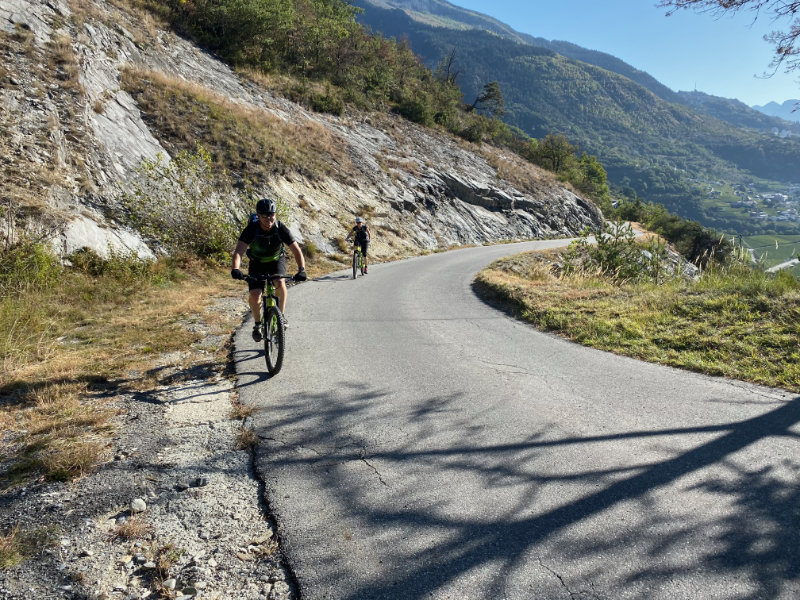 Uphill to Tschionieren